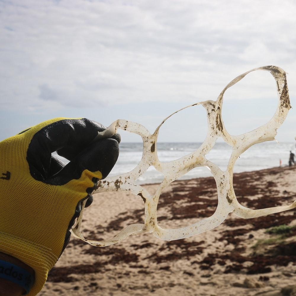 Plastic rings.